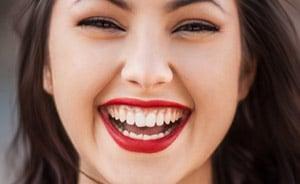 Wie schmerzhaft ist eine Zahn Implantation?